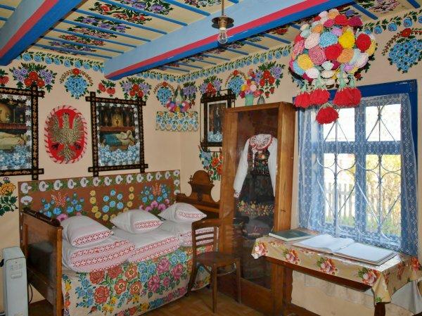 Zalipie_museum_-_room_of_the_Felicja_Curyłowa's_farm_1